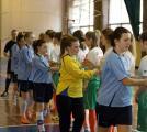 Привітання гравців команд суперниць перед початком гри.