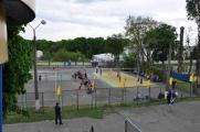Змагання проходять одночасно на двох волейбольних майданчиках.