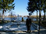 Доц. Данілов В.Б. біля галереї коледжу та річки Іква