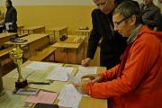 За роботою головний секретар змагань з шахів  В`ячеслав Пархоменко - суддя зі спорту національної категорії.