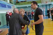 Переможців змагань вітає Петро Лакида директор ННІ лісового і садово-паркового господарства