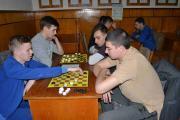 Змагання з шашок, окремо проходять змагання серед хлопців