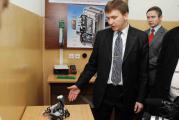 Доцент Болбот І.М. із макетом робота