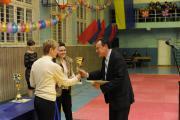 Тарасенко Р.О декан педагогічного факультету отримує нагороду за 1 місце факультету у рейтингу зі спортивної майстерності