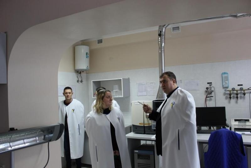 Андрій Меженський із задоволенням надав можливість викладачам факультету  ветеринарної медицини ознайомитися з роботою відділів ДНДІЛДВСЕ 59983f23dc290