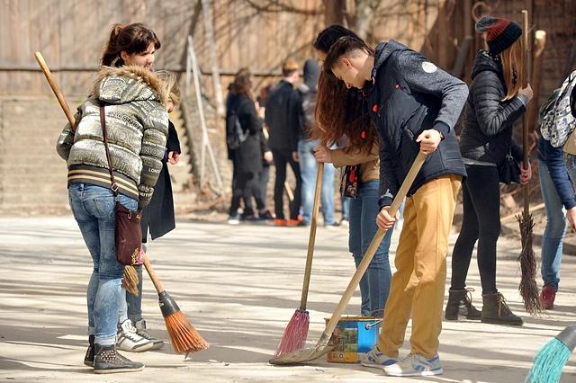 Завтра в Ужгороді буде загальноміське весняне прибирання